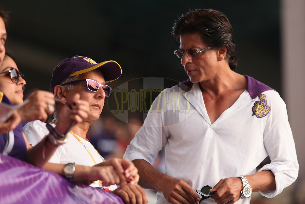 KKR co owner SRK (R) and others at KKR BOX during the first qualifier match (QF1) of the Pepsi Indian Premier League Season 2014 between the Kings XI Punjab and the Kolkata Knight Riders held at the Eden Gardens Cricket Stadium, Kolkata, India on the 28th May  2014<br /> <br /> Photo by Saikat Das / IPL / SPORTZPICS<br /> <br /> <br /> <br /> Image use subject to terms and conditions which can be found here:  http://sportzpics.photoshelter.com/gallery/Pepsi-IPL-Image-terms-and-conditions/G00004VW1IVJ.gB0/C0000TScjhBM6ikg