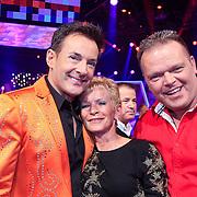 NLD/Hilversum/20130209 - Finale Sterren Dansen op het IJs 2013, gerard Joling met d ouders van Tony Wyczynski