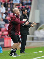Photo: Andrew Unwin.<br /> Sunderland v Barnsley. Coca Cola Championship. 21/10/2006.<br /> Barnsley's Andy Ritchie (L) and Sunderland's Roy Keane (R).