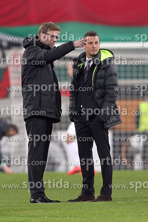 18.02.2016, Augsburg, GER, UEFA EL, FC Augsburg vs FC Liverpool, Sechzehntelfinale, Hinspiel, im Bild Trainer Juergen Klopp ( FC Liverpool ) unterhaelt sich mit Trainer Markus Weinzierl ( FC Augsburg ) // during the UEFA Europa League Round of 32, 1st Leg match between FC Augsburg and FC Liverpool at the Augsburg, Germany on 2016/02/18. EXPA Pictures © 2016, PhotoCredit: EXPA/ Eibner-Pressefoto/ Langer<br /> <br /> *****ATTENTION - OUT of GER*****