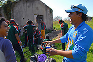 Roma, 02/04/06: Villa De Sanctis, sfida di cricket tra Bangladesh e India sotto i palazzoni di Tor Pignattara.