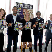 NLD/Ridderkerk/20120222 - Presentatie Helden, Barbara Barend, Patrick Kluivert, Marianne Timmer, Frits Barend, Bryan Roy en Frits Barend met eerste blad