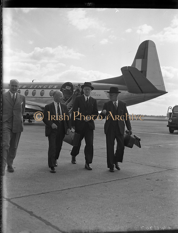 24/06/1957<br /> 06/24/1957<br /> 24 June 1957<br /> <br /> Arrival of Lord Packenham for Social Service Congress