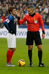 France's Antoine Griezmann with Referee Damir Skomina during France v Uruguay friendly football match at the Stade de France in Saint-Denis, suburb of Paris, France on November 20, 2018. France won 1-0. Photo by Henri Szwarc/ABACAPRESS.COM