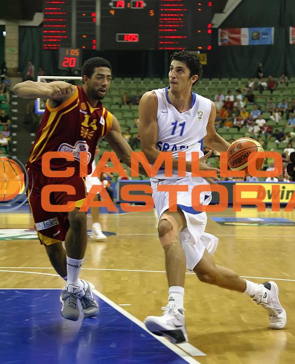DESCRIZIONE : Poznan Poland Polonia Eurobasket Men 2009 Preliminary Round  Israele Macedonia Israel F.Y.R. of Macedonia<br /> GIOCATORE : Lior Eliyahu<br /> SQUADRA : Israele Israel<br /> EVENTO : Eurobasket Men 2009<br /> GARA : Israele Macedonia Israel F.Y.R. of Macedonia<br /> DATA : 08/09/2009 <br /> CATEGORIA : palleggio<br /> SPORT : Pallacanestro <br /> AUTORE : Agenzia Ciamillo-Castoria/A.Vlachos<br /> Galleria : Eurobasket Men 2009 <br /> Fotonotizia : Poznan Poland Polonia Eurobasket Men 2009 Preliminary Round Israele Macedonia Israel F.Y.R. of Macedonia<br /> Predefinita :