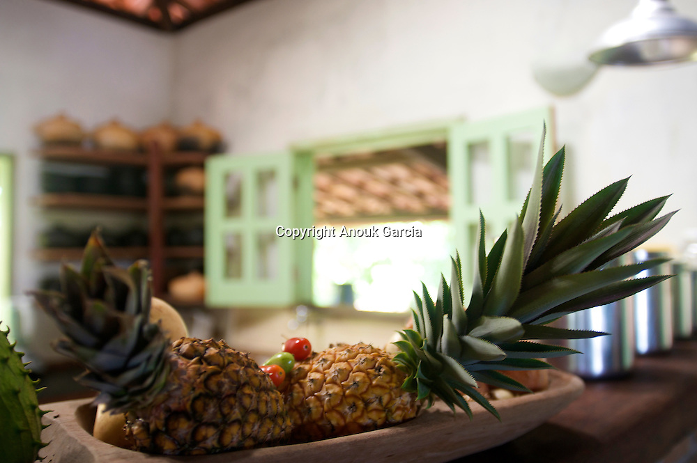 Bahianaise Kitchen and pineapple | cuisine bahianaise et ananas  Dans un environement sobre, des bungalows permettent de s'isoler confortablement au dessus de la riviere///In a relax environnement, somes bungalows gives the opporunity to be alone just above the river..www.pedradosabia.com