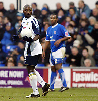 Photo: Chris Ratcliffe.<br />Ipswich Town v Portsmouth. The FA Cup. 07/01/2006.<br />Lomana Lua Lua holds the ball.