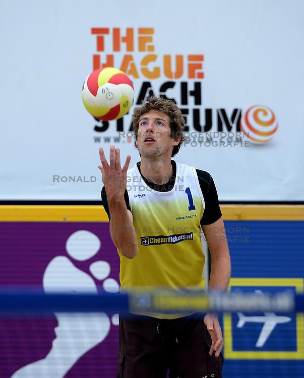 16-08-2014 NED: NK Beachvolleybal 2014, Scheveningen<br /> Bart Bolsterlee (1)