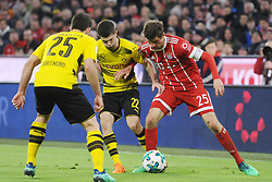 31.03.2018, Allianz Arena, Muenchen, GER, 1. FBL, FC Bayern Muenchen vs Borussia Dortmund, 28. Runde, im Bild vl. Papastathopoulos Sokratis (Borussia Dortmund #25), Christian Pulisic (Borussia Dortmund #22) und Thomas Mueller (FC Bayern Muenchen) // during the German Bundesliga 28th round match between FC Bayern Munich and Borussia Dortmund at the Allianz Arena in Muenchen, Germany on 2018/03/31. EXPA Pictures © 2018, PhotoCredit: EXPA/ Eibner-Pressefoto/ Stuetzle<br /> <br /> *****ATTENTION - OUT of GER*****