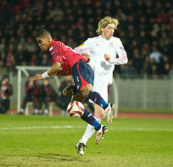 LILLE, FRANCE - Thursday, March 11, 2010: Liverpool's Fernando Torres is blocked by a LOSC Lille Metropole player during the UEFA Europa League Round of 16 1st Leg match at the Stadium Lille-Metropole. (Photo by David Rawcliffe/Propaganda)