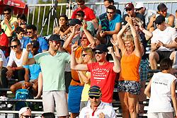 20140606 ITA: EK Beachvolleybal, Cagliari<br /> Familie en vrienden van Madelein Meppelink en Marleen van Iersel vieren de overwinning<br /> ©2014-FotoHoogendoorn.nl / Pim Waslander