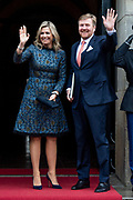 Koning Willem-Alexander en koningin Maxima komen aan bij het Koninklijk Paleis voor de traditionele nieuwjaarsontvangst voor Nederlandse genodigden.  <br /> King Willem-Alexander and Queen Maxima arrive at the Royal Palace for the traditional New Year's reception for Dutch guests.