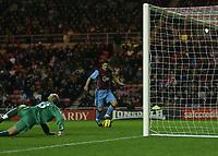 Photo: Andrew Unwin.<br />Sunderland v Aston Villa. The Barclays Premiership.<br />19/11/2005.<br />Aston Villa's Gareth Barry (R) taps home his team's second goal.