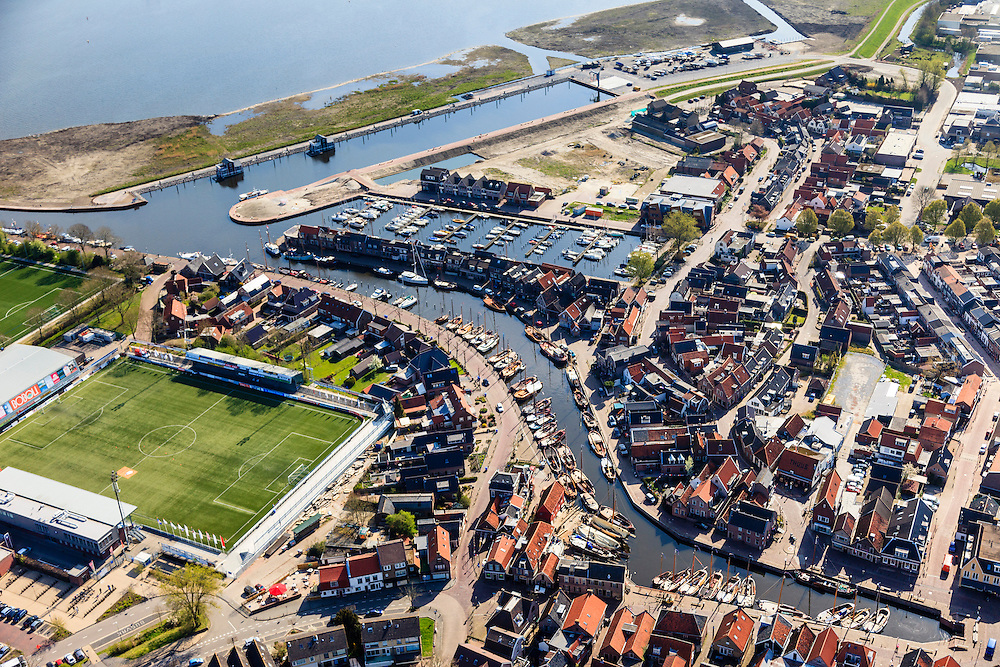 Nederland, Utrecht, Bunschoten-Spakenburg, 01-05-2013;<br /> Jachthaven met aangemeerde zeilboten, nieuwbouwwijk met huizen in oude stijl en links Sportpark de Westmaat, het voetbalveld en -stadion van de IJsselmeervogels aan de Westdijk.<br /> Marina with moored sailboats, new neighborhood with old style houses and left sporting grounds  Westmaat, the football field and stadium of the local football club.<br /> luchtfoto (toeslag op standard tarieven)<br /> aerial photo (additional fee required)<br /> copyright foto/photo Siebe Swart