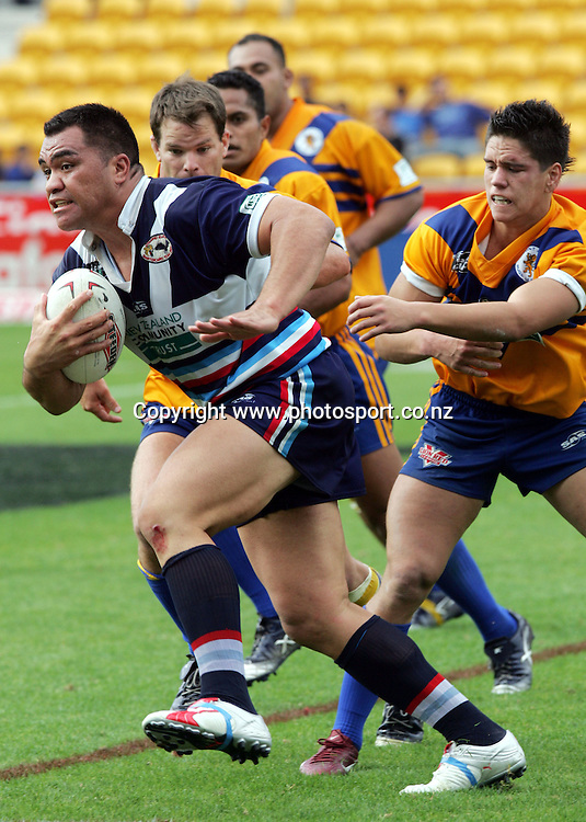 George Tuakura of Otahuhu/Elerslie in action during the Barter Card Cup Rugby League game between Mt Albert and Otahuhu/Ellerslie at Ericsson Stadium, Auckland on Sunday 1 May, 2005. Photo: Andrew Cornaga/PHOTOSPORT<br />