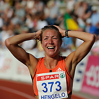 Yvonne Hak runs a personal best of 800 meter at the 2008 FBK games in Hengelo.