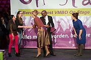 Hare Majesteit Koningin Maxima opent het beroepenfeest van Almere On Stage voor VMBO leerlingen in het Topsportcentrum in Almere-Poort. <br /> <br /> Her Majesty Queen Maxima opens the profession feast of Almere On Stage for secondary pupils in Topsportcentrum in Almere Poort.<br /> <br /> Op de foto / On the photo:  Koningin Maxima verricht de officiele opening / Maxima Queen officially opens