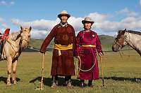 Mongolie. Province de Tov.  Arslan, 65 ans, nomade mongol avec sa femme. // Mongolia. Tov province. Arslan, 65, nomad, with hiw wife.