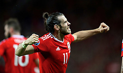 TOULOUSE, FRANCE - Monday, June 20, 2016: Wales' Gareth Bale celebrates scoring the third goal against Russia to seal a 3-0 victory and top Group B during the final Group B UEFA Euro 2016 Championship match at Stadium de Toulouse. (Pic by David Rawcliffe/Propaganda)