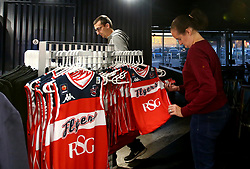 Bristol Flyers fans check out the new 2017/18 kit in the club shop at Ashton Gate - Mandatory by-line: Robbie Stephenson/JMP - 11/09/2017 - BASKETBALL - Ashton Gate - Bristol, England - Bristol Flyers 2017/18 Season Launch