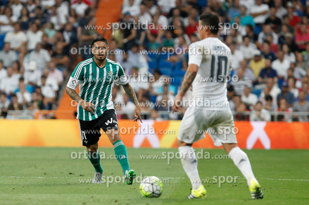 29.08.2015, Estadio Santiago Bernabeu, Madrid, ESP, Primera Division, Real Madrid vs Real Betis, 2. Runde, im Bild Real Madrid&acute;s James Rodriguez (R) and Real Betis&acute;s Vargas // during the Spanish Primera Division 2nd round match between Real Madrid and Real Betis at the Estadio Santiago Bernabeu in Madrid, Spain on 2015/08/29. EXPA Pictures &copy; 2015, PhotoCredit: EXPA/ Alterphotos/ Victor Blanco<br /> <br /> *****ATTENTION - OUT of ESP, SUI*****