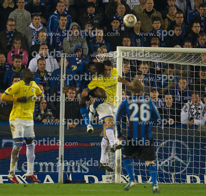 20.10.2011, Jan-Breydel Stadion, Bruegge, BEL, UEFA EL, Gruppe H, FC Bruegge (BEL) vs Birmingham City (ENG), im Bild  Birmingham City's Pablo Ibanez is knocked unconscious after this challenge from Club Brugge's Joseph Akpala during the UEFA Europa League Group H match at the Jan Breydelstadion.  // during UEFA Europa League group H match between FC Bruegge (BEL) vs Birmingham City (ENG), at Jan-Breydel Stadium, Brugge, Belgium on 20/10/2011. EXPA Pictures © 2011, PhotoCredit: EXPA/ Propaganda Photo/ David Rawcliff +++++ ATTENTION - OUT OF ENGLAND/GBR+++++