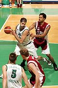 DESCRIZIONE : Siena Lega A1 2005-06 Montepaschi Siena Basket Livorno <br /> GIOCATORE : Chiacig <br /> SQUADRA : Montepaschi Siena <br /> EVENTO : Campionato Lega A1 2005-2006 <br /> GARA : Montepaschi Siena Basket Livorno <br /> DATA : 23/04/2006 <br /> CATEGORIA : Rimbalzo <br /> SPORT : Pallacanestro <br /> AUTORE : Agenzia Ciamillo-Castoria/P.Lazzeroni
