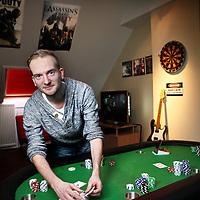 Nederland, Maassluis , 25 februari 2015.<br /> Waldemar de Haas in zijn man cave met pokertafel<br /> Foto:Jean-Pierre Jans