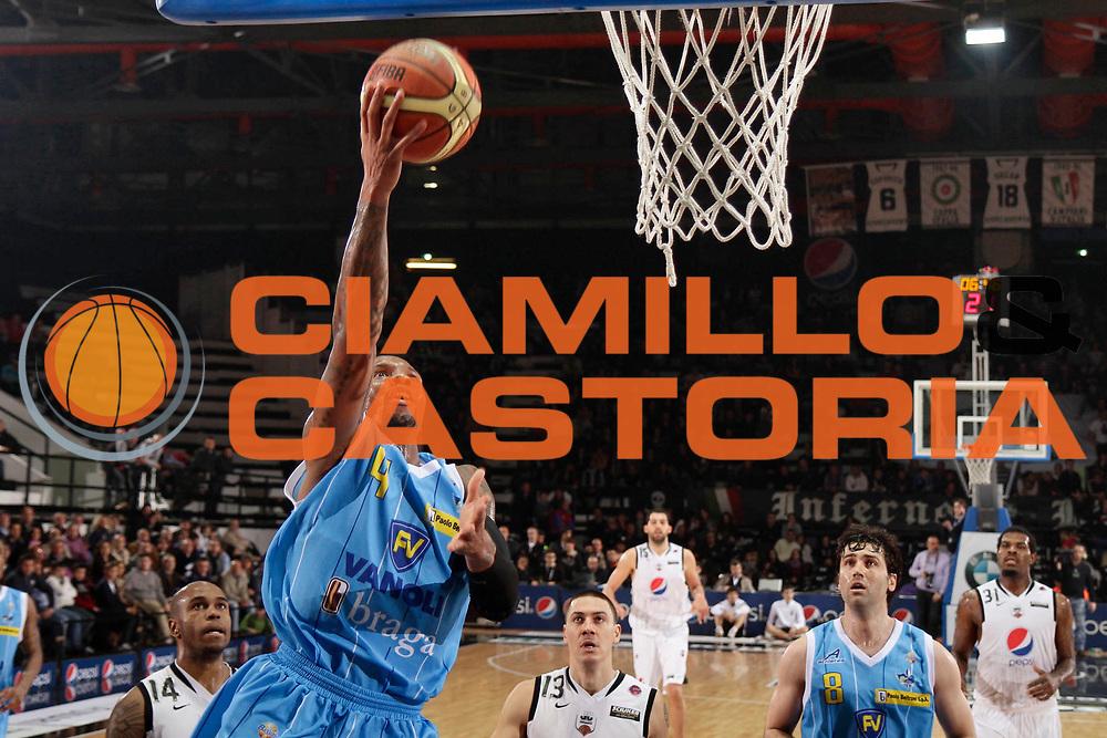 DESCRIZIONE : Caserta Lega A 2010-11 Pepsi Caserta Vanoli Braga Cremona<br /> GIOCATORE : Earl Jerrod Rowland<br /> SQUADRA : Vanoli Braga Cremona<br /> EVENTO : Campionato Lega A 2010-2011<br /> GARA : Pepsi Caserta Vanoli Braga Cremona<br /> DATA : 27/03/2011<br /> CATEGORIA : tiro<br /> SPORT : Pallacanestro<br /> AUTORE : Agenzia Ciamillo-Castoria/A.De Lise<br /> Galleria : Lega Basket A 2010-2011<br /> Fotonotizia : Caserta Lega A 2010-11 Pepsi Caserta Vanoli Braga Cremona<br /> Predefinita :