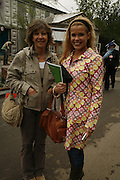 MELINDA MESSENGER AND HER MOTHER AVIS, Press Preview of the RHS Chelsea Flower Show sponsored by Saga Insurance Services. Royal Hospital Rd. London. 22 May 2006. ONE TIME USE ONLY - DO NOT ARCHIVE  © Copyright Photograph by Dafydd Jones 66 Stockwell Park Rd. London SW9 0DA Tel 020 7733 0108 www.dafjones.com