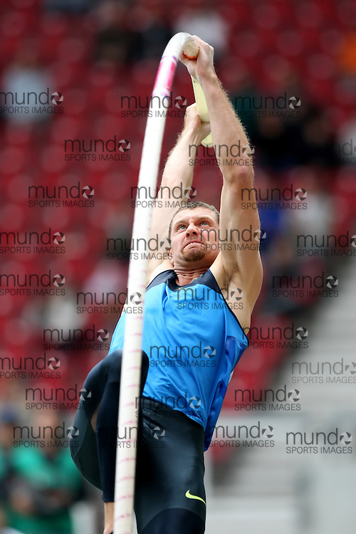 (Stuttgart, Germany---14 September 2008) Brad Walker of the USA vaulting to second in the pole vault at the 2008 World Athletics Final. [Copyright Sean W. Burges/Mundo Sport Images, 2008.]