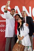 Delfina Gómez hizo la presentación de su propuesta para programa de salud llamado SSANO. Al final se tomó una foto con los participantes