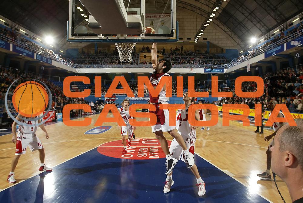 DESCRIZIONE : Milano Lega A1 2005-06 Armani Jeans Olimpia Milano Basket Livorno<br /> GIOCATORE : Fantoni<br /> SQUADRA : Basket Livorno<br /> EVENTO : Campionato Lega A1 2005-2006 <br /> GARA : Armani Jeans Olimpia Milano Basket Livorno <br /> DATA : 18/12/2005 <br /> CATEGORIA : Schiacciata<br /> SPORT : Pallacanestro <br /> AUTORE : Agenzia Ciamillo-Castoria/G.Cottini <br /> Galleria : Lega Basket A1 2005-2006<br /> Fotonotizia : Milano Campionato Italiano Lega A1 2005-2006 Armani Jeans Olimpia Milano Basket Livorno<br /> Predefinita :