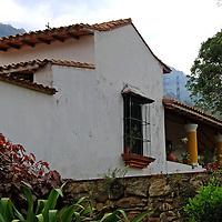 Casa Anauco Arriba, esta catalogada como la casa mas antigua de la epoca de la colonia. Es una casa de campo, de una planta, con varios niveles y pasillo exterior, con más de 700 mts de construcción, con dos patios internos y las habitaciones en hileras, las cuales se comunican interiormente. Caracas 23 de agosto del 2008.<br />  Photography by Aaron Sosa<br />  Caracas, Venezuela 2008<br />  (Copyright © Aaron Sosa)