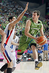 06.09.2014, Palau Sant Jordi, Barcelona, ESP, FIBA WM, Dominikanische Republik vs Slowenien, im Bild Dominican Republic's Ely Vargas (l) and Slovenia's Goran Dragic // during FIBA Basketball World Cup Spain 2014 match between Dominican Republic and Slovenia at the Palau Sant Jordi in Barcelona, Spain on 2014/09/06. EXPA Pictures © 2014, PhotoCredit: EXPA/ Alterphotos/ Acero<br /> <br /> *****ATTENTION - OUT of ESP, SUI*****