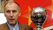 FUDBAL, BEOGRAD, 08. Dec. 2010. - sportski direktor Crvene zvezde iz 1991. godine  Dragan Dzajic. U Red cafe-u na zapadnoj strani Marakane  obelezavano je 19 godina od osvajanje titule sampiona sveta FK Crvena zvezda. Za tu priliku organizovanje je prigodan koktel koji je ujedno iskoriscen za promociju kalendara FK Crvena zvezda za 2011. godinu koji ce se odmah nakon promocije naci i u prodaji.. Foto: Nenad Negovanovic