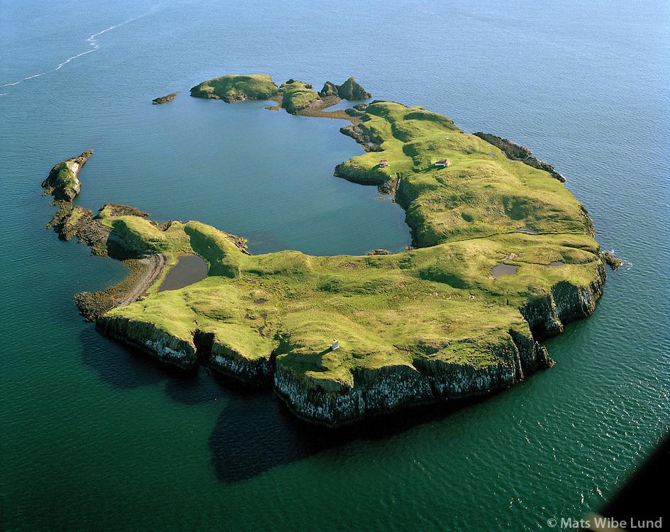 Elliðaey séð til suðvesturs, Breiðafjörður, Stykkishólmsbær  áður Helgafellssveit/ Ellidaey a crater island close to the sailing route of the Bredafjordur ferry m.s. Baldur. Viewining southwest. Stykkisholmsbaer former Helgafellssveit