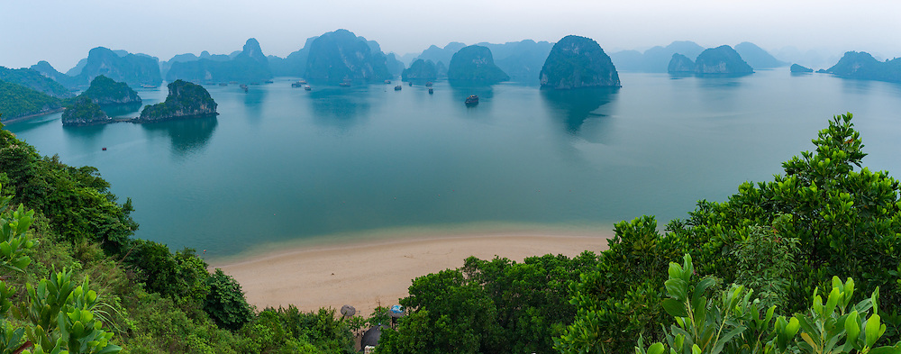 Vietnam Images-Panoramic landscape-seascape-Ha Long bay. hoàng thế nhiệm