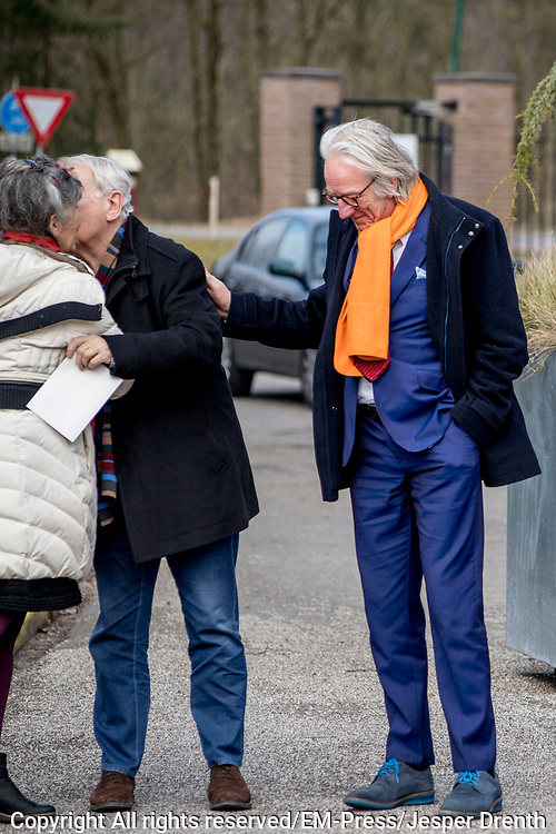 Uitvaart Mies Bouwman in een crematorium in Leusden.<br /> <br /> Op de foto:  Koos Postema en Freek de Jonge