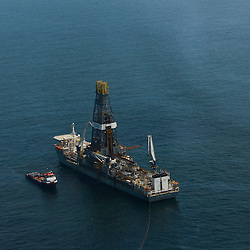 Transocean's Discoverer Enterprise drill ship remains idle as containment efforts on the surface have been halted as test continue on cap at the BP Plc MC252 well site in the Gulf of Mexico off the coast of Louisiana, U.S., on Sunday, July 18, 2010. BP Plc said that a pressure test on its damaged Macondo well halted the flow of oil into the Gulf for the first time in three months. The oil spill, the biggest in U.S. history, had been spewing 35,000 to 60,000 barrels of oil a day since the drilling rig exploded on April 20. Photographer: Derick E. Hingle/Bloomberg