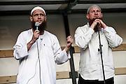 Frankfurt am Main | 07.05.2011..Am Samstag (07.05.2011) trat der radikalislamische salafistische Prediger Pierre Vogel (Abu Hamza) auf dem Rebstock-Gelaende in Frankfurt am Main bei einer Vortragsveranstaltung vor etwa 500 vorwiegend jungen Menschen auf. um ueber Islam und Terrorismus zu sprechen. Hier: Vogel (r) mit dem Islamisten Sven Lau (l)...©peter-juelich.com..[No Model Release | No Property Release]