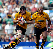 20040904 London Wasps v Saracens. Zurich Premiership..Wasps lock Ben Skivington running with the ball and supported by Alister McKenzie..Photo  Peter Spurrier.email images@intersport-images Mob +447973819551.