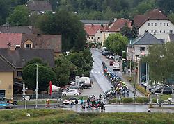 07.07.2019, Wels, AUT, Ö-Tour, Österreich Radrundfahrt, 1. Etappe, von Grieskirchen nach Freistadt (138,8 km), im Bild Das Peleton quert bei Aschach // the peleton at Aschach during 1st stage from Grieskirchen to Freistadt (138,8 km) of the 2019 Tour of Austria. Wels, Austria on 2019/07/07. EXPA Pictures © 2019, PhotoCredit: EXPA/ Reinhard Eisenbauer