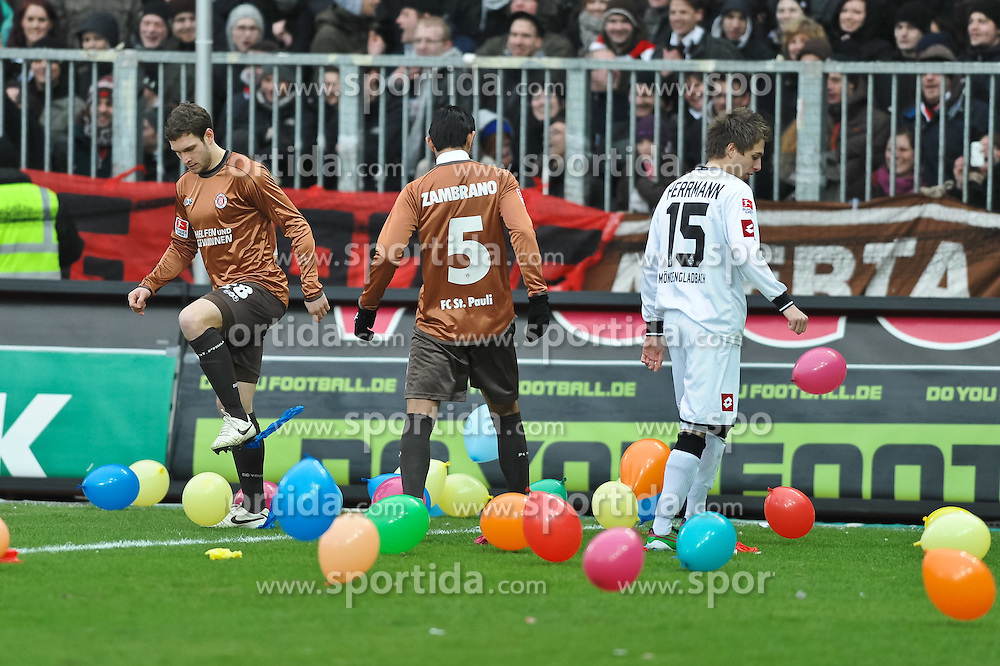 12.02.2011, Millerntor Stadion, Hamburg, GER, 1.FBL, FC St. Pauli vs Borussia Moenchengladbach, im Bild Patrick Hermann(Moenchengladbach #15), Moritz Volz (Pauli #28) und Carlos Zambrano (Pauli #05) spielen mit den Luftballons. EXPA Pictures © 2011, PhotoCredit: EXPA/ nph/  Witke       ****** out of GER / SWE / CRO  / BEL ******