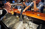 Nederland, Elst, 27-2-2011In een kantine, voetbalkantine, sportkantine worden glazen bier getapt.Deze kantine schenkt geen alkohol aan jongeren onder de zestien jaar.Foto: Flip Franssen/Hollandse Hoogte