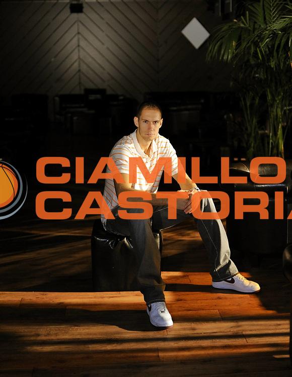 DESCRIZIONE : Photo studio Villeurbanne Vip Villeurbanne<br /> GIOCATORE :  TILLIE Kim<br /> SQUADRA : Villeurbanne<br /> EVENTO : France Ligue Pro A<br /> GARA : <br /> DATA : 14/10/2010<br /> CATEGORIA : Basketball Ligue Pro A Saison 2010-2011<br /> SPORT : Basketball<br /> AUTORE : JF Molliere par Agenzia Ciamillo-Castoria <br /> Galleria : France Basket 2010-2011 Portrait<br /> Fotonotizia : Basketball Ligue Pro A Saison 2010-2011 Portrait<br /> Predefinita :