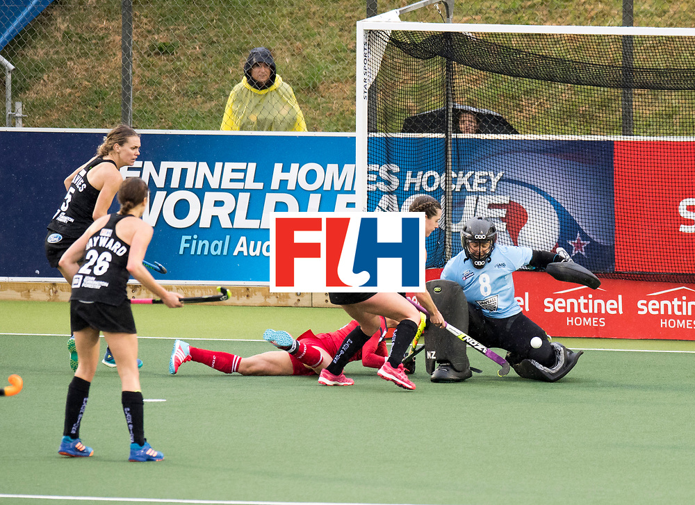 AUCKLAND - Sentinel Hockey World League final women<br /> Match id 10295<br /> 05 New Zealand  v Korea<br /> Foto: Samantha Charlton(C) and Sally Rutherford (Gk) safe.<br /> WORLDSPORTPICS COPYRIGHT FRANK UIJLENBROEK