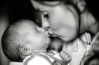 Il primo bacio tra mamma e figlio