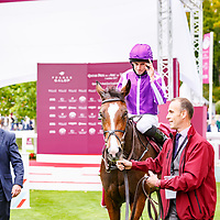Happily (R. Moore) wins Qatar Prix Jean-Luc Lagardere sponsorisee par Al Hazm in Chantilly 01/10/2017, photo: Zuzanna Lupa