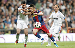 16.04.2011, Estadio Santiago Bernabéu, ESP, La Liga, Real Madrid vs FC Barcelona, im Bild Real Madrid's Raul Albiol against Barcelona's David Villa during La Liga Match. April 16, 2011, EXPA Pictures © 2010, PhotoCredit: EXPA/ Alterphotos/ Alvaro Hernandez